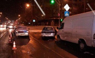 Розбиті сім авто: в Одесі показали кадри масштабних ДТП, всі деталі