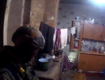 """""""При себе имеет нож"""": украинец взял в заложники ребенка и экс-жену, появились кадры с места ЧП"""