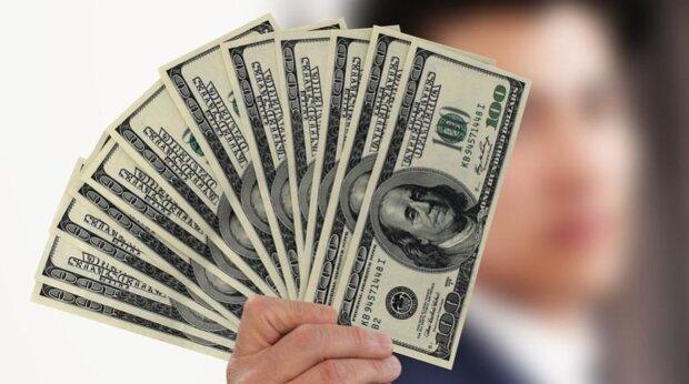 Курс валют резко изменился, доллар и евро рухнули в цене: гривна идет на рекорд