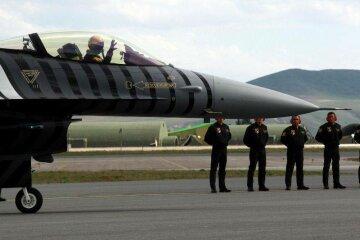 Геть руки від Гюлена: у Туреччині протестують біля бази НАТО (фото)