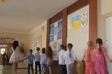 Навчальний рік продовжили в Україні: де діти ходитимуть до школи на канікулах
