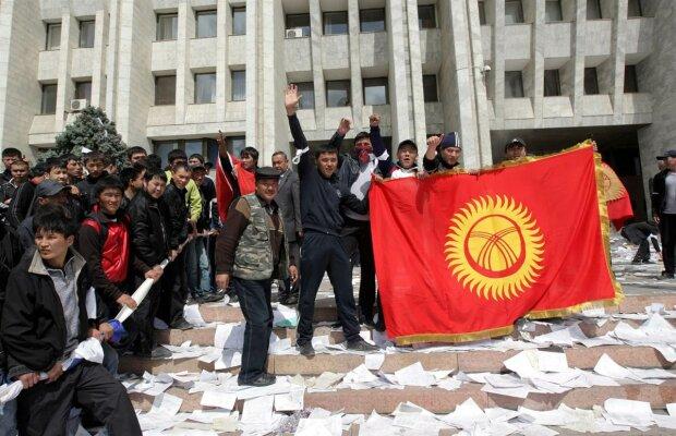 Киргизия, революция, 2010 год