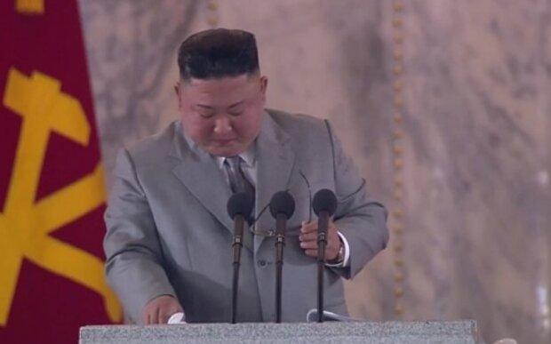 """Кім Чен Ин несподівано розплакався на військовому параді, кадри: """"Мені дуже шкода, моє серце болить..."""""""