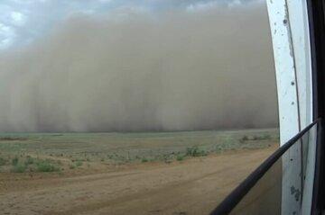 Одеситів попередили про наближення пилової бурі: названа головна небезпека