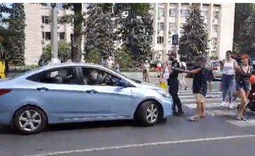 Одесситы бунтуют против отключения света и воды, дорога заблокирована: фото и подробности