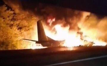 Авиакатастрофа под Харьковом: самолет рухнул прямо на обочине, все в огне, кадры с места ЧП