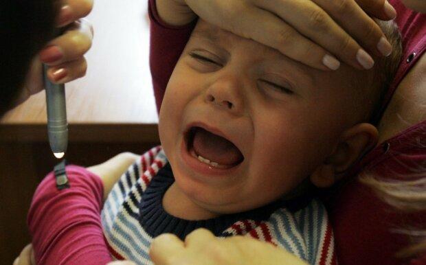ребенок медицина прививка