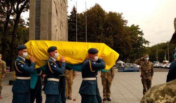 """""""За жизнь боролись до последнего"""": Украина простилась с молодым курсантом, пережившим падение АН-26, кадры"""
