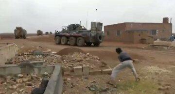 Колонну российских миротворцев в Сирии атаковали местные жители: эпичные кадры