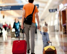 Dad-and-child-in-airport-web