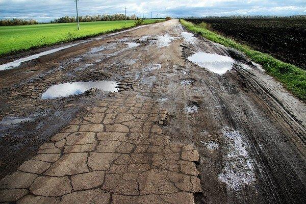 Можна воскреснути: українські дороги нагадують поверхню Марса, шокуючі фото