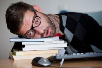 Что делать, чтобы не заснуть на работе: эти советы спасут вас в самый неловкий момент