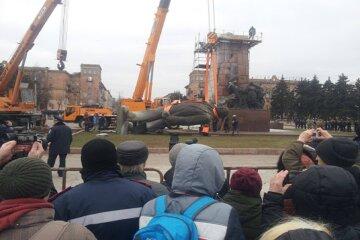 На Одещині відновили пам'ятник Леніну: карантин не перешкода, кадри