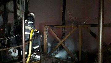 Потужне полум'я охопило готель з українськими туристами, терміново злетілися рятувальники: кадри і перші деталі НП