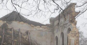 """Здание завода обвалилось в Одессе, кадры ЧП: """"Помяло крыши и выбило стекла"""""""