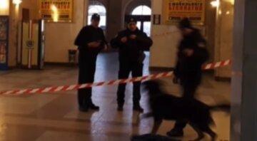 Загроза вибуху на вокзалі в Києві: людей терміново евакуюють, фото з місця НП