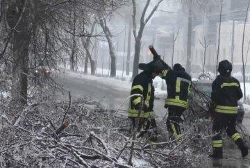 """Тысячи украинцев остались без света, экстренное заявление спасателей и кадры коллапса: """"Будет новый удар..."""""""