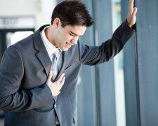 мужчина, сердце, плохое самочувствие, работа в офисе, стресс