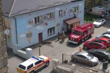 Жилой дом в Киеве начал рушиться, жилец провалился в подвал: детали и кадры ЧП
