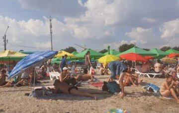 Отдыхающим было безразлично: трагедия случилась с мужчиной на пляже в Одессе, видео