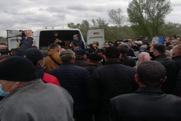 Массовый бунт охватил еще одну область, украинцы пошли на крайние меры, трасса перекрыта: кадры