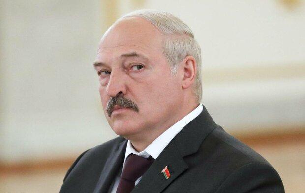Большая беда с Лукашенко, врачи делают, что могут: последние фото слили в сеть
