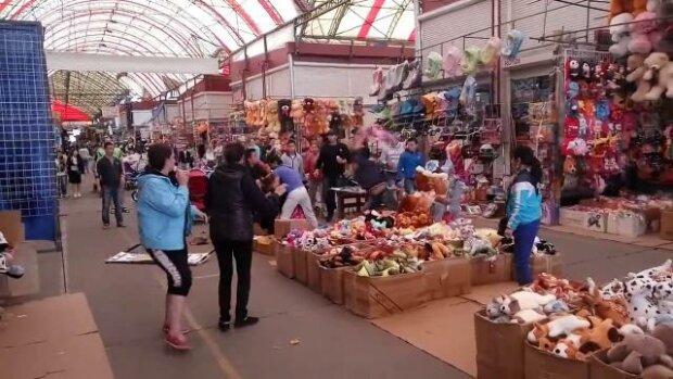 """Подарунки з """"ЛНР"""" знайшли на ринку Харкова, гримить скандал: """"для любителів російського миру будь-якою ціною"""""""