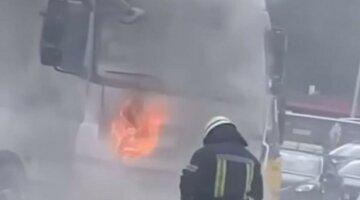 Под Харьковом грузовик загорелся во время движения: кадры и подробности жуткого ЧП
