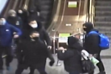 Находился в метро без маски: в Харькове хулиган бросился с кулаками на полицейского