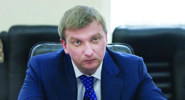 Павел Петренко: тендеры для партнеров, рейдерство и миллионы на счетах