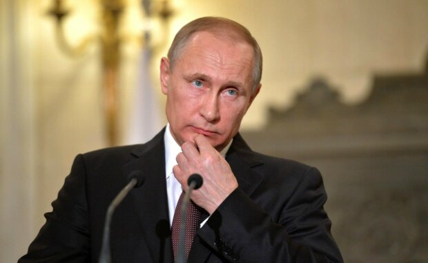 """""""Воротник из парика Кобзона"""": Путин опозорился нелепым нарядом"""