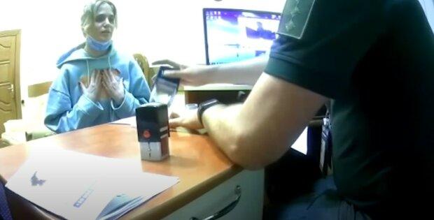 """""""Я не розумію, за що?!"""": росіянку Глюкозу не пустили в Україну, відео"""
