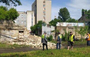 ЧП в Одессе: стена дома рухнула на газовую трубу, кадры с места