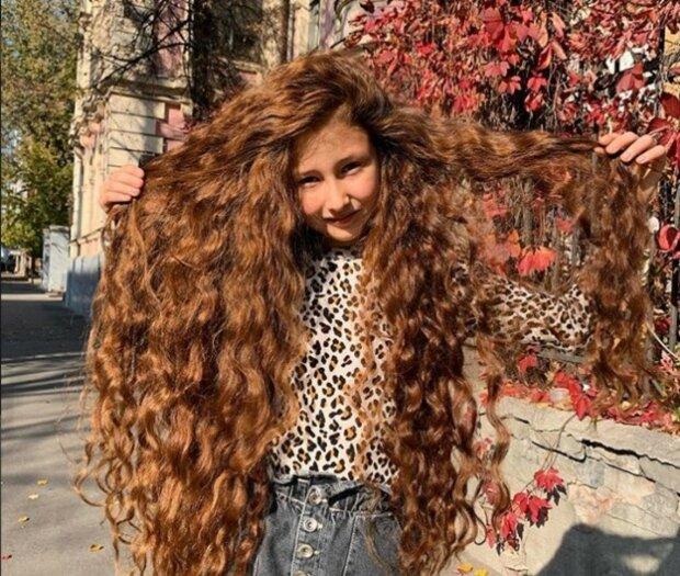 Юна харків'янка пожертвувала розкішними волоссям заради допомоги дитині: фото до і після