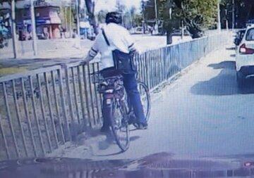 """""""Відпустіть дідуся!"""": водій вразив вчинком після НП на дорозі, кадри"""