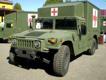 Американські військові привезли в АТО реанімобілі (фото)