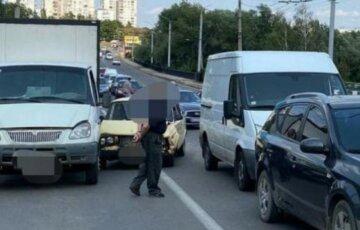 Масштабна аварія з мікроавтобусом у Харкові: кадри і перші деталі з місця ДТП