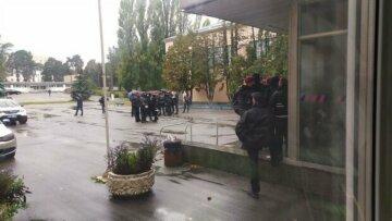 """В Киеве Олимпийский колледж пытались захватить во второй раз: """"Согнали много полиции"""""""