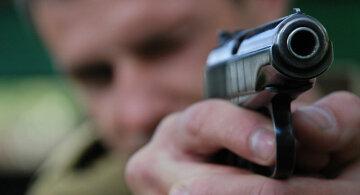 Убивця тернопільських поліцейських захопив заручників
