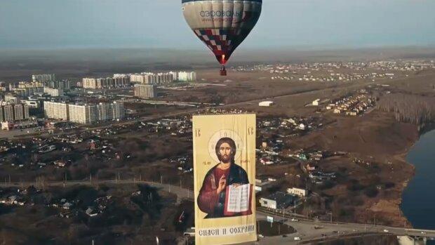 Російські боксери запустили Ісуса в небо для боротьби з китайським вірусом: кадри божевілля