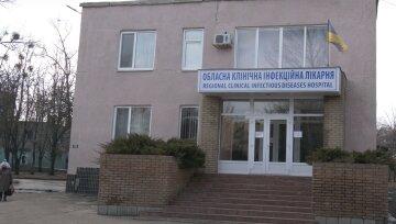 """""""Медики поспівчували і поїхали"""": у Харкові для пенсіонерів з вірусом не можуть знайти місця"""