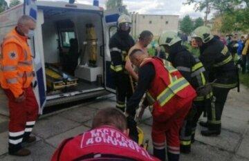 """Вибух газу в житловому будинку на Одещині, з'їхалися швидкі і рятувальники: """"Вибило вікна і двері"""""""