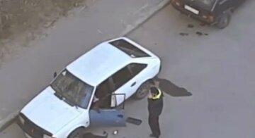 """У Харкові горе-зломщик заснув на місці злочину, відео: """"переплутав"""""""