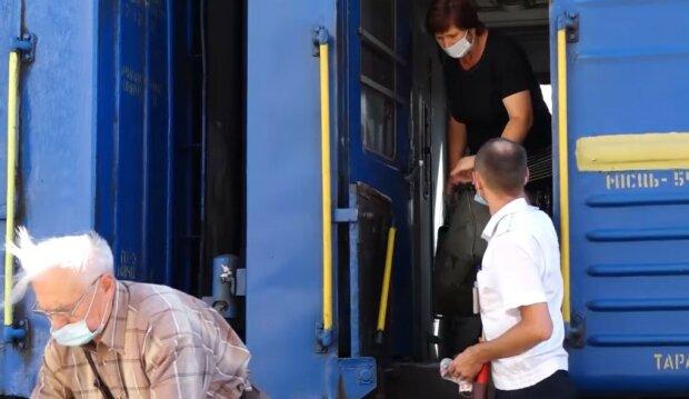 """""""Укрзалізниця"""" довела пасажирів до бунту, гримить скандал: """"запропонували вийти в годину ночі...."""""""