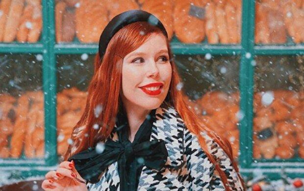 """Звезда """"Топ-модели по-украински"""" не удержала аппетитные формы в тугом корсете: """"Какие огромные"""""""