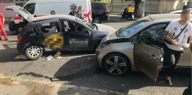 Трагическое ДТП  в Одессе, в салоне было много людей: кадры аварии