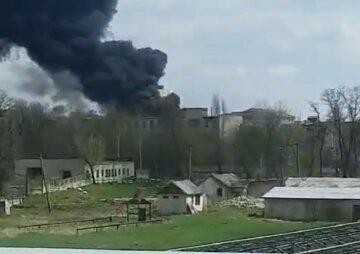 Пожар в воинской части на Луганщине: людей призывают сохранять спокойствие, первые кадры с места