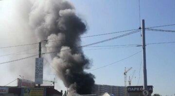 Під Києвом загорівся популярний ринок, терміново з'їхалися рятувальники: знищено майже 2 000 кв. м