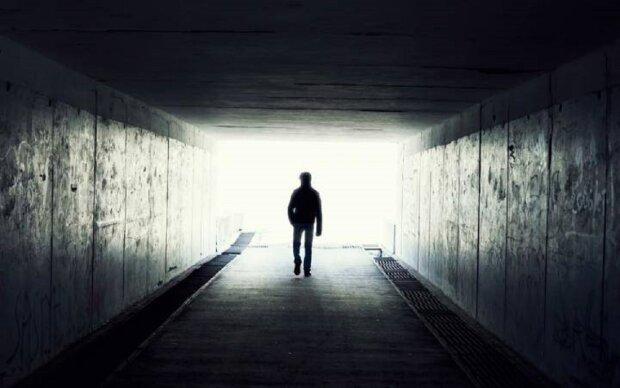 """Жінка повернулася з того світу і все розповіла: """"Немає світла в кінці тунелю"""""""