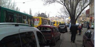 Масштабные пробки сковали Одессу по всем районам: где не проехать, карта